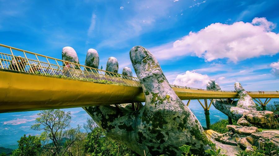 Cầu Vàng với hai bàn tay khổng lồ ở Đà Nẵng đang khiến dân tình sốt xình xịch vì đẹp đến choáng ngợp