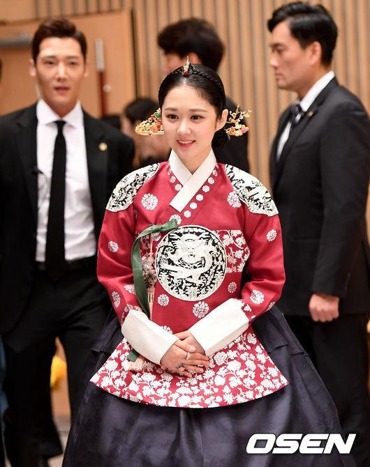 Đẳng cấp hack tuổi của Jang Nara: Như em út khi đứng cạnh tài tử Người thừa kế kém 5 tuổi, mỹ nhân kém cô 9 tuổi