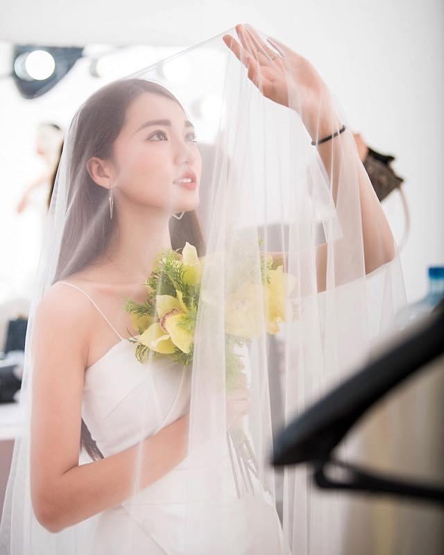 Trước chung kết bạn gái hoa hậu công khai đeo nhẫn đính hôn, Văn Đức sắp theo vợ bỏ cuộc chơi?
