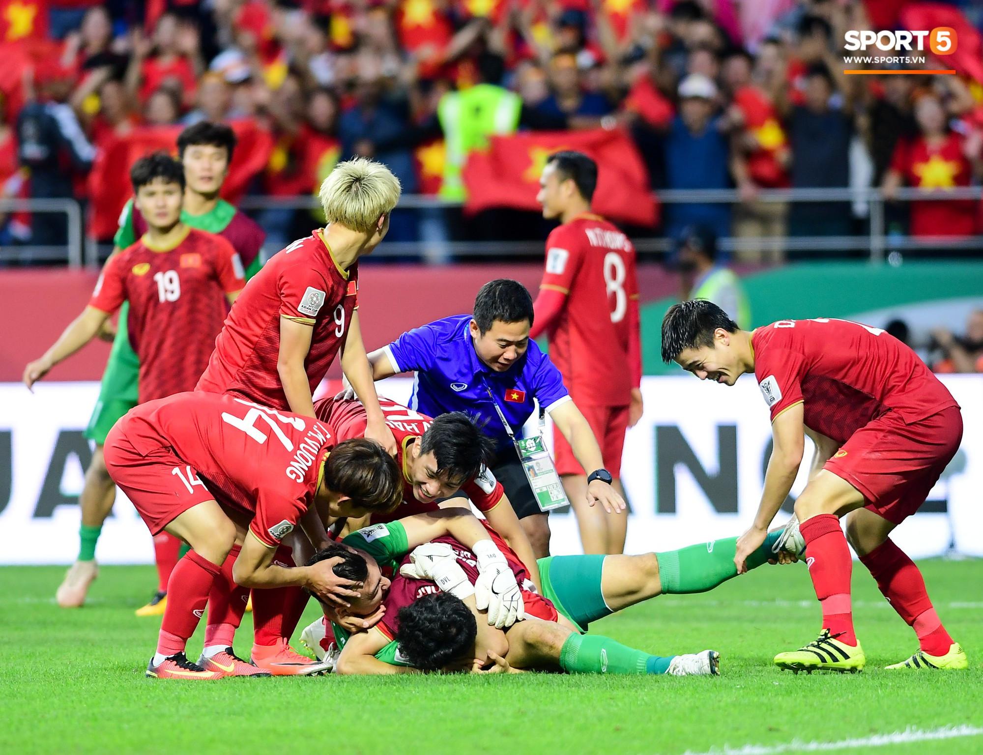 Chiến thắng Việt Nam - Jordan: Những hình ảnh đầy cảm xúc chắc chắn không có trên tivi