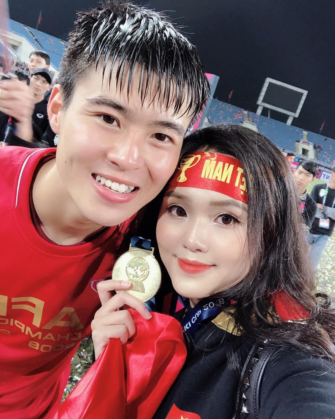 Tết chưa đến, Quỳnh Anh đã được bạn trai quốc dân Duy Mạnh tặng túi Chanel Boy trăm triệu, khiến hội chị em ghen tị hết sức