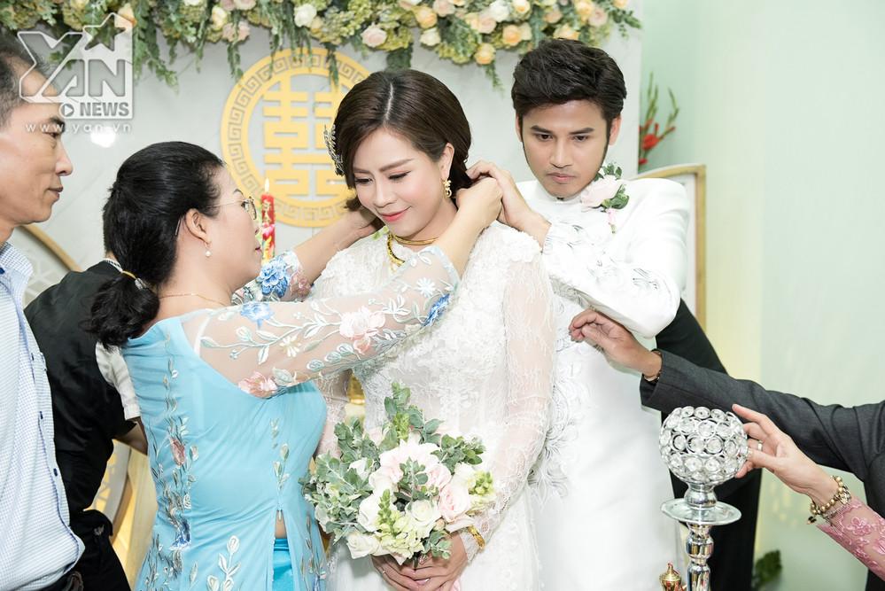 Sao nữ Gạo nếp gạo tẻ đeo vàng đỏ cổ trong lễ rước dâu, chính thức theo chồng về dinh