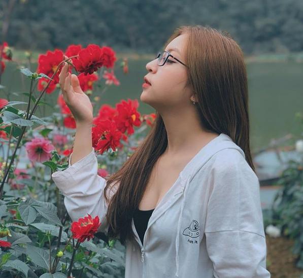 Đăng ảnh kiểu gì cũng bị chê, bạn gái Quang Hải- Nhật Lê chia sẻ status mới khiến antifan đọc xong tức nghẹn họng