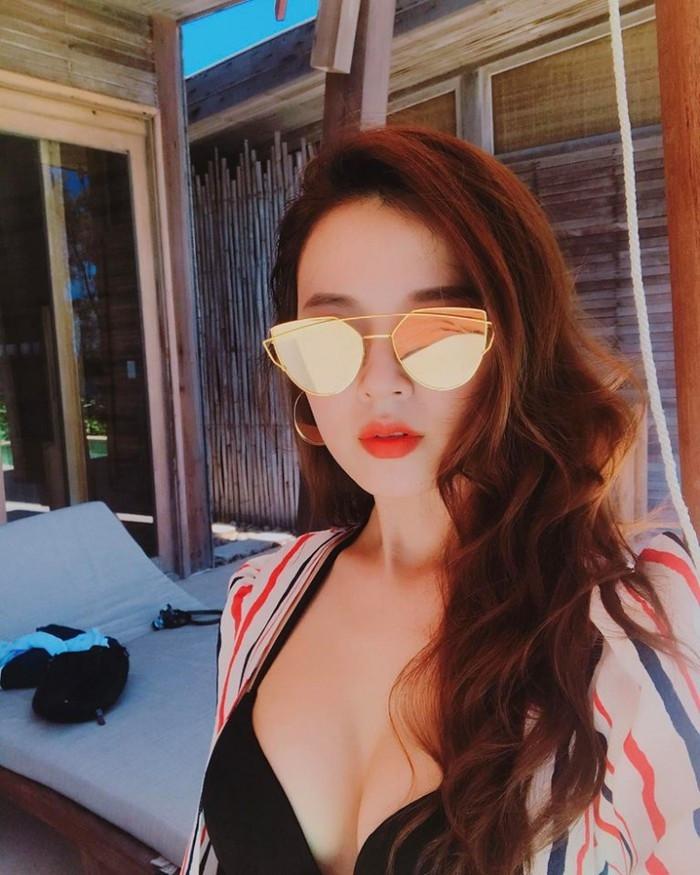 Hot girl Midu khoe vòng 1 nóng bỏng đến ngộp thở khiến khán giả đứng ngồi không yên