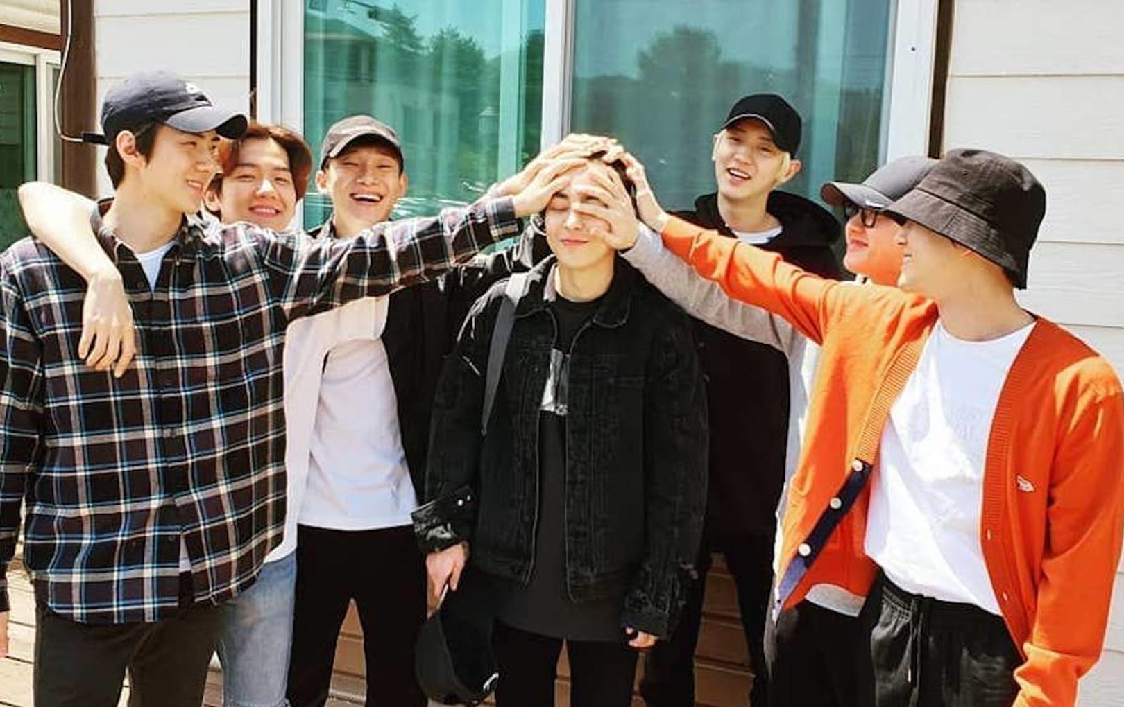 Xiumin (EXO) chính thức nhập ngũ, các idol Gen3 tim đập chân run vì sắp đến lượt mình.