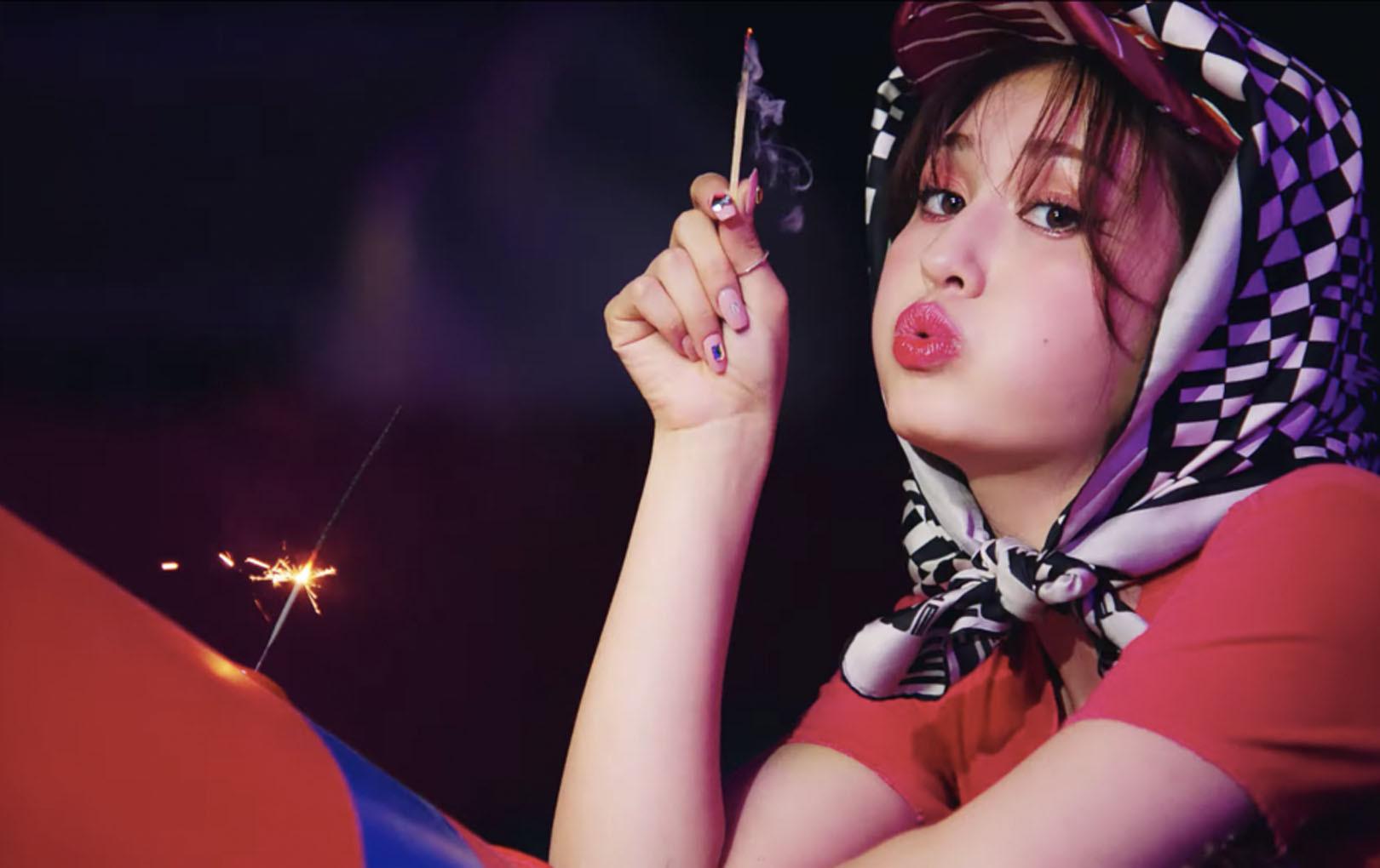 Bóc giá loạt hàng hiệu trong MV debut của Somi, không thua kém đàn chị Jennie (BLACK PINK)