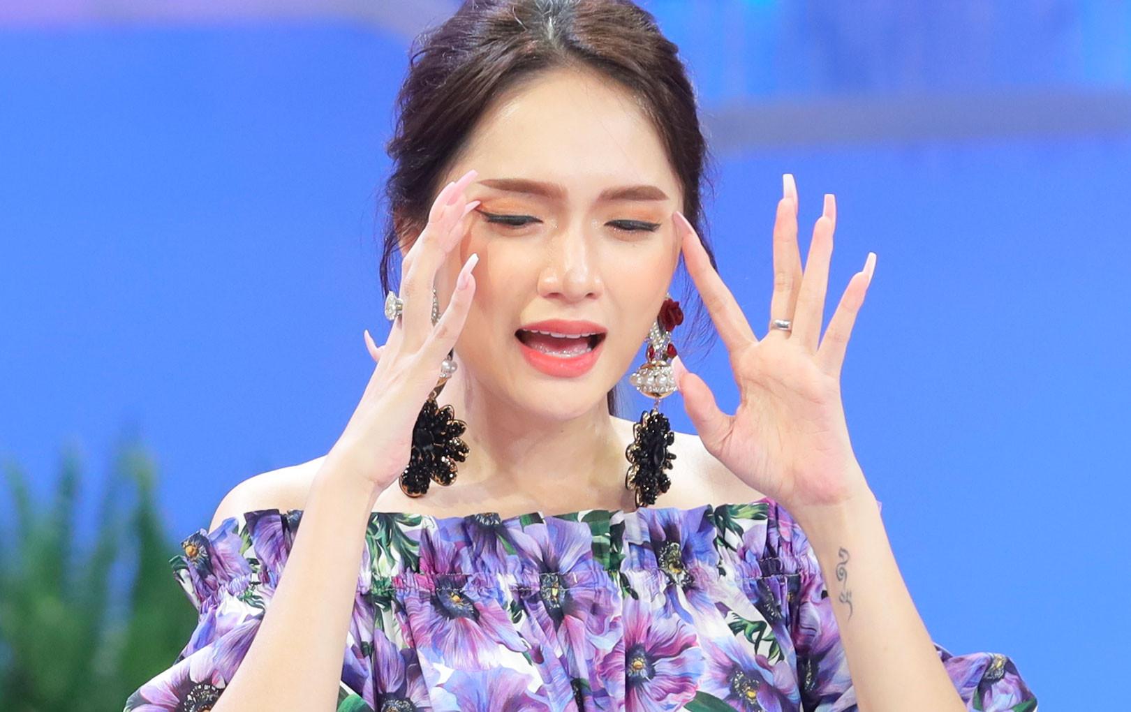 Hương Giang chia sẻ khoảng thời gian chat Yahoo với bạn trai, ngại ngùng mượn sự giúp đỡ của chị gái