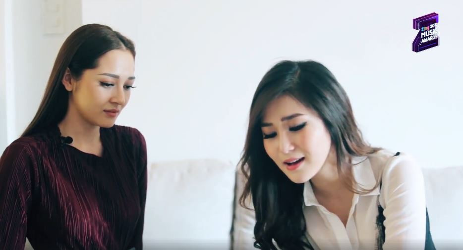 Đổi hit cho nhau, Hương Tràm hát 'Sống xa anh chẳng dễ dàng cực nuột', đến Bảo Anh hay chẳng  kém .