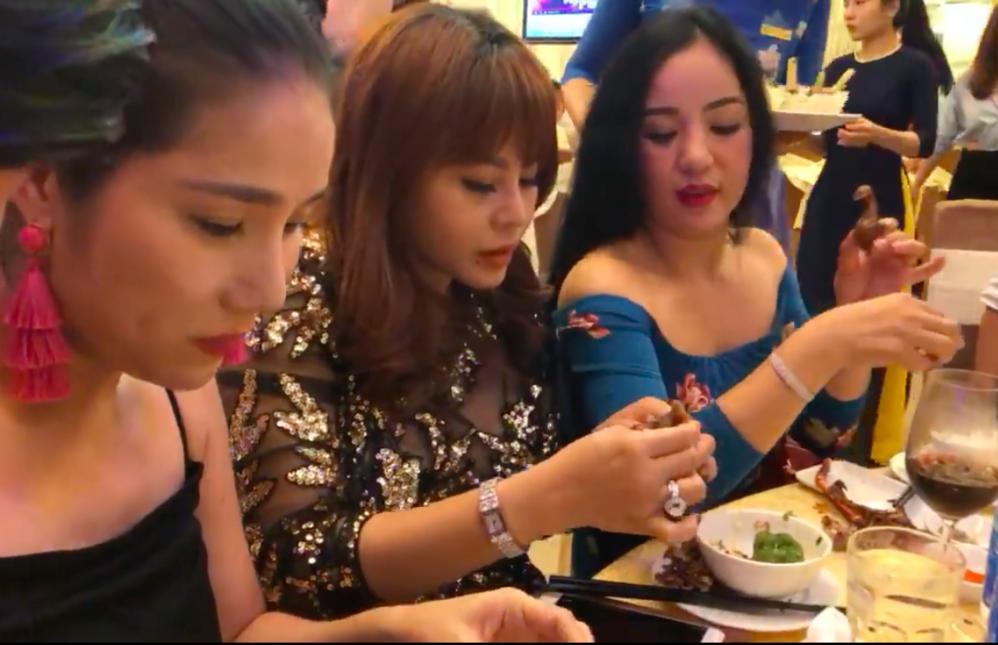Đã không được ăn, vợ Trấn Thành còn bị đàn chị Lê Giang gọi hồn: Phải từ tốn chứ đừng như Hari Won
