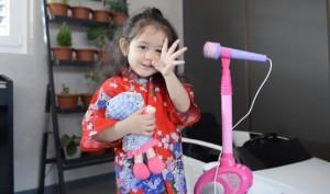 Gái lai Thụy Sĩ mặc đồ Nhật hát 'Túy âm' cưng muốn xỉu, nhìn chỉ muốn bắt về nuôi ngay lập tức