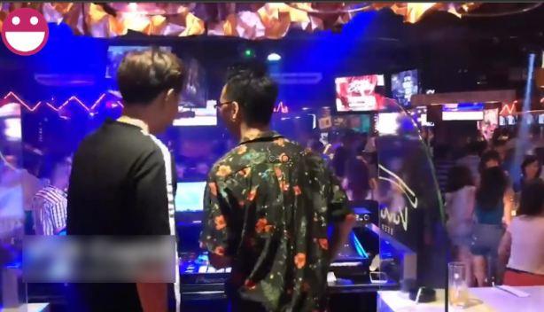 Đang quẩy sung 2 thánh DJ bật bật luôn nhạc Tài Smile khiến các 'dân chơi' gẫy cánh ngơ ngác