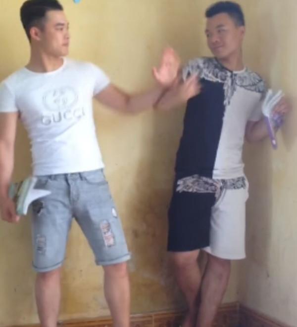 2 thanh niên bị phạt đứng góc lớp, ai ngờ màn tỉ võ bắt đầu, đến quỳ với thanh niên ghép nhạc