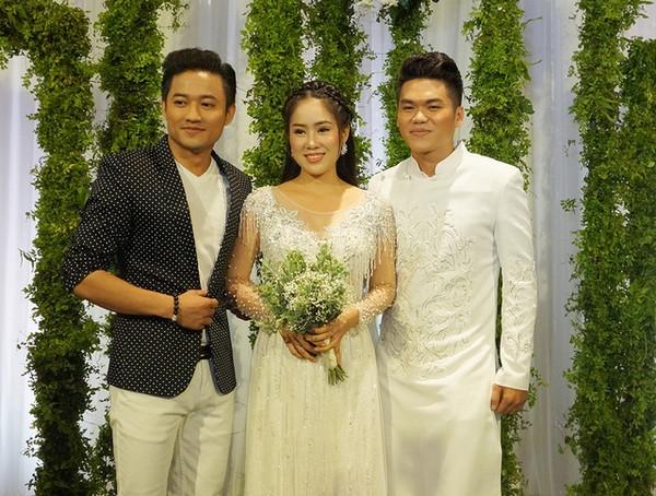 Lê Phương mời người yêu cũ đến dự lễ cưới, Quý Bình hát 'Thao thức vì em', chồng lên tiếp chiêu luôn