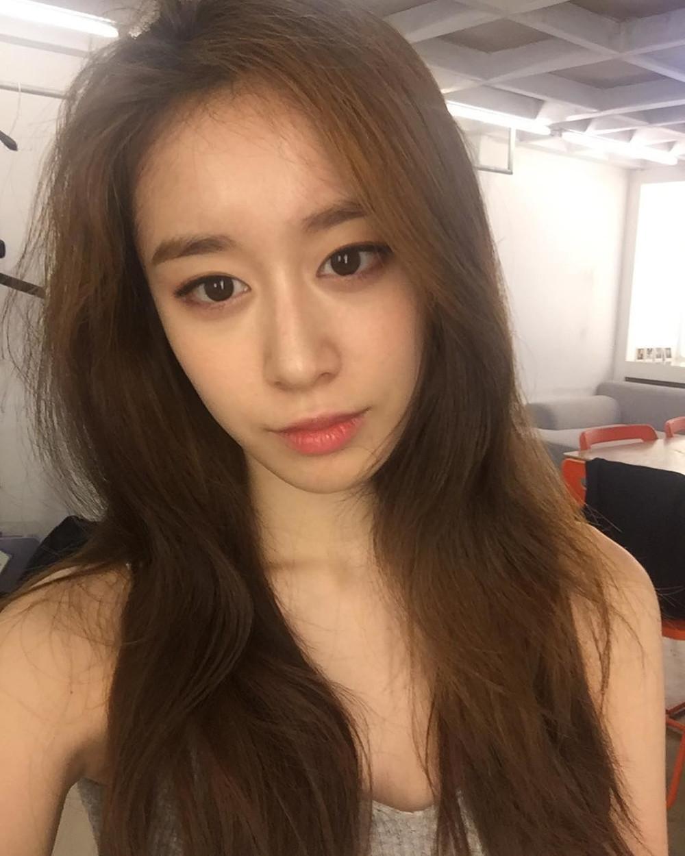 Fan xót trước thân hình gầy trơ xương của Jiyeon, ốm yếu thế này hủy show cũng chẳng ai trách nổi