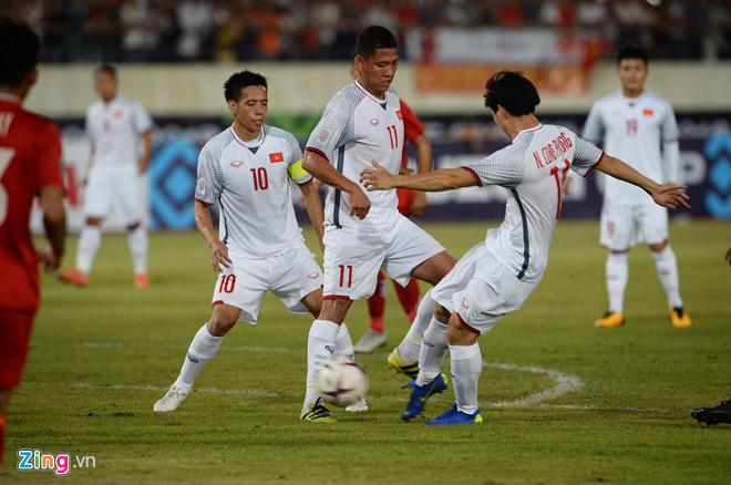 Lào 0-3 Việt Nam: Công Phượng và Quang Hải lập siêu phẩm ngày khai màn!