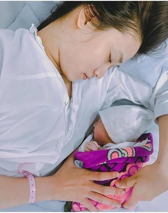 Chỉ mới hơn 1 tháng tuổi, con gái nhà JustaTee đã đáng yêu và lầy lội hơn cả bố Bình luận bài viết này