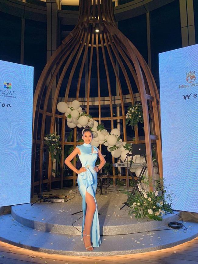 Tiểu Vy đẹp lấn át đội hình gái xinh Miss World 2018 trong đêm tiệc, tiết lộ đã được dì Morley để mắt tới