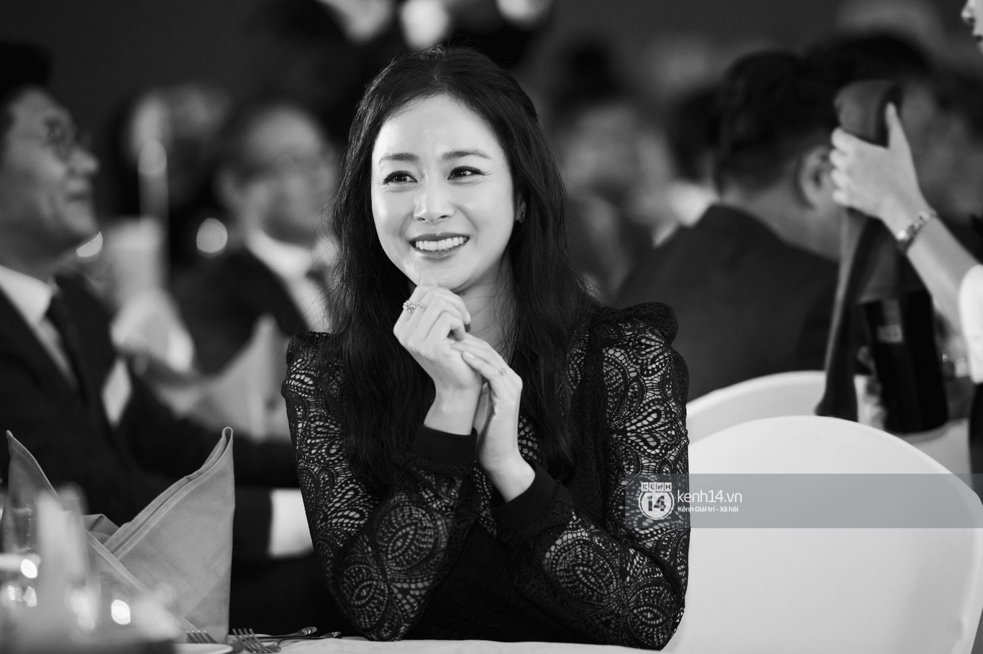 Bộ ảnh đẹp nhất của Kim Tae Hee tại đêm tiệc Hàn ở Hà Nội: Khoảnh khắc minh tinh châu Á hút hồn toàn bộ khán phòng
