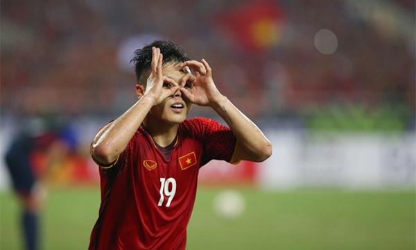 CHẤM ĐIỂM Việt Nam 2-1 Philippines: Tuyệt vời Quang Hải, điểm 10 cho gà son Công Phượng!