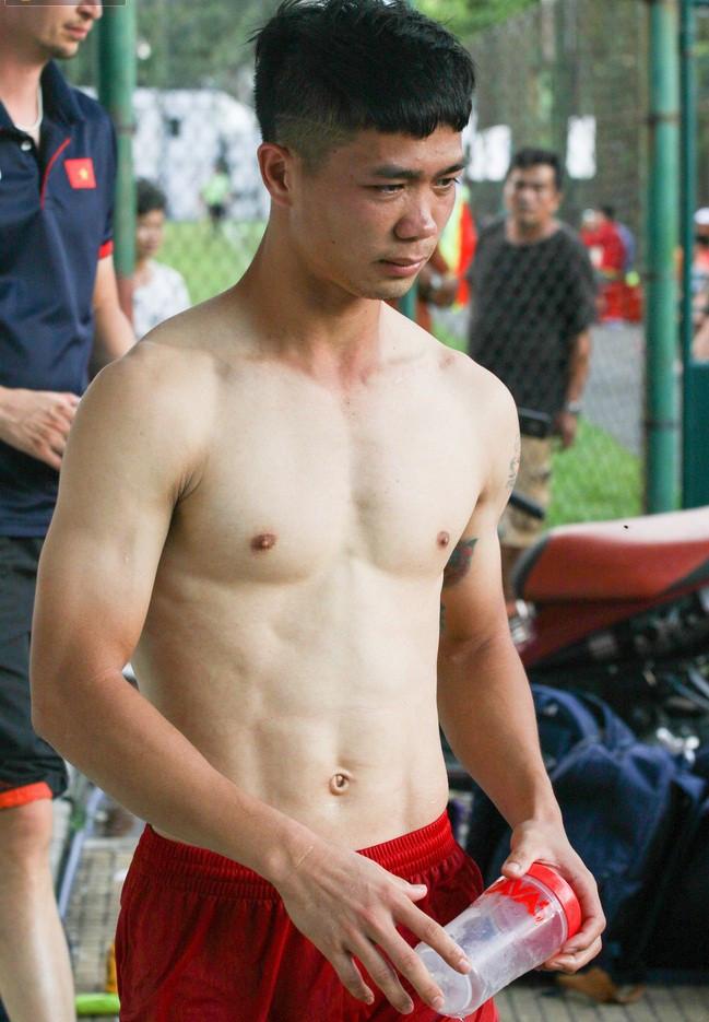 Ngắm body dàn cầu thủ Việt Nam: Ai cũng cực chuẩn, xem đến thủ thành Lâm Tây thì ngất luôn!
