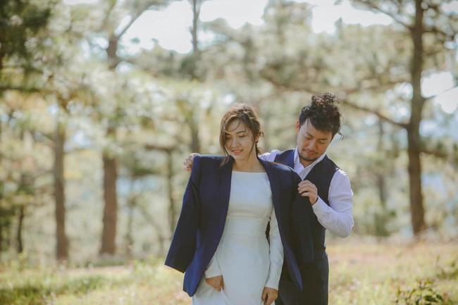 Tiến Đạt lần đầu lên tiếng về vợ mới cưới, mẹ hài lòng: Con dâu tôi xinh xắn và biết chia sẻ những điều tế nhị