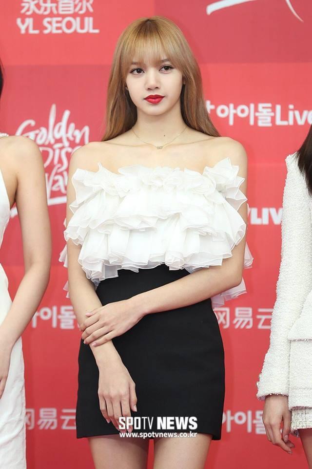 Không thể tin được Lisa (BLACKPINK) bị cư dân mạng Hàn Quốc chê bai khiến fan quốc tế phẫn nộ