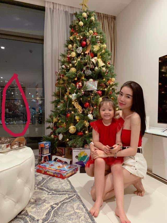 Danh tính bố đẻ của hai con Elly Trần lộ diện: Phong độ chẳng kém gì tài tử Hollywood