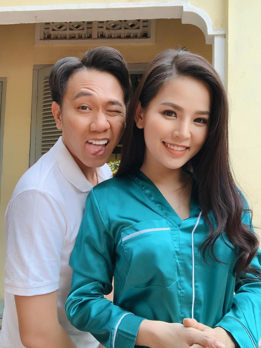 Giữa nghi án hẹn hò, Anh Đức và Phi Huyền Trang thả dáng ngủ khó đỡ