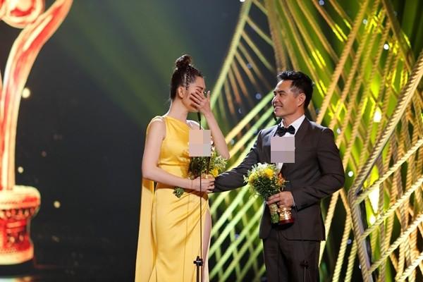 Mặc kệ khán giả tẩy chay, Gạo nếp gạo tẻ vẫn thắng lớn với 4 giải thưởng tại Mai Vàng 2019