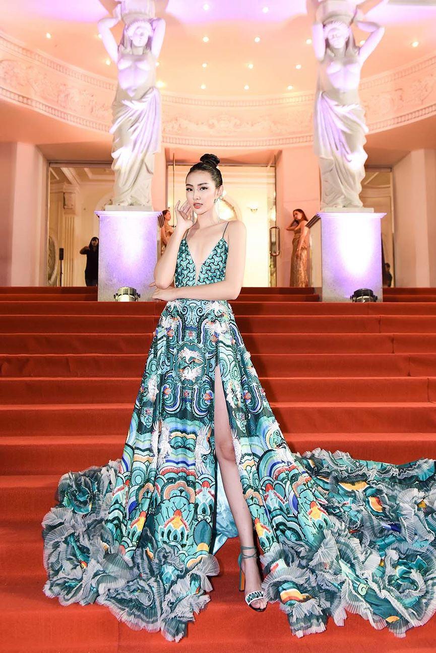 Dàn Hoa hậu, Á hậu gây náo loạn thảm đỏ lễ trao giải Mai Vàng