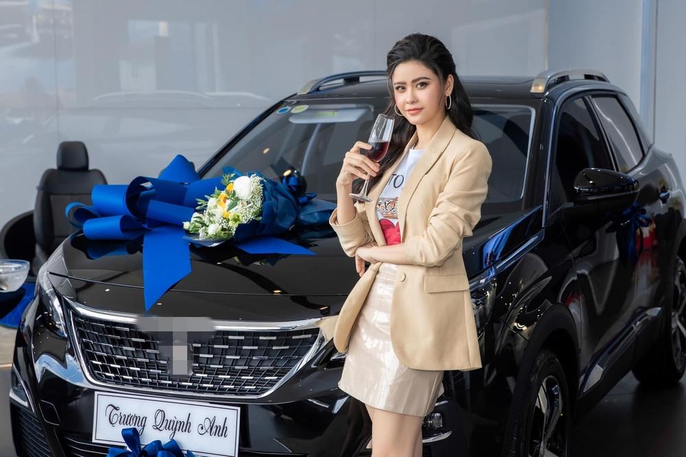 Hậu ly hôn Tim, Trương Quỳnh Anh tậu xe hơi tiền tỉ để đi chơi Tết cho bằng chị, bằng em