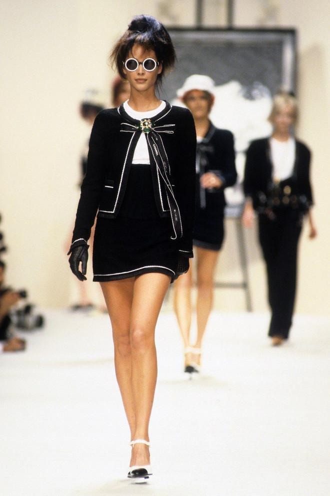 Stylist của Black Pink giờ đã đạt cảnh giới mới: chế váy thành quần chỉ trong một nốt nhạc
