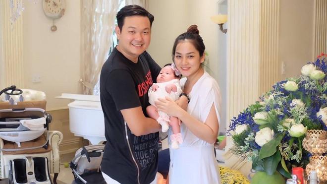 """Em dâu sinh con sau 6 tháng, Minh Hằng làm """"nghi thức"""" đặc biệt cho cháu gái"""