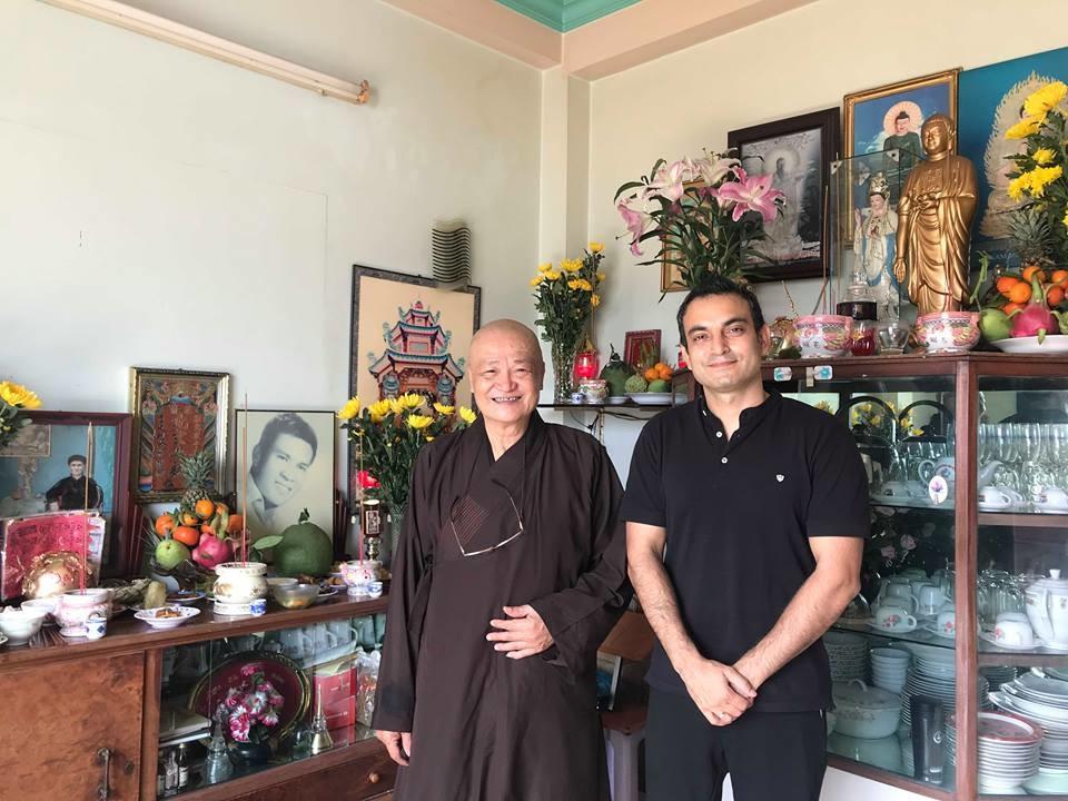 Ông xã Ấn Độ của Võ Hạ Trâm tất bật thực hiện nghi lễ trong năm đầu tiên làm rể Việt Nam