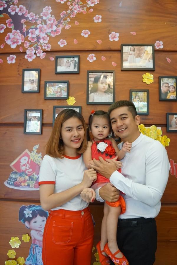 Sao Việt đồng loạt khoe ảnh các nhóc tỳ xúng xính váy áo ngày đầu năm Kỷ Hợi