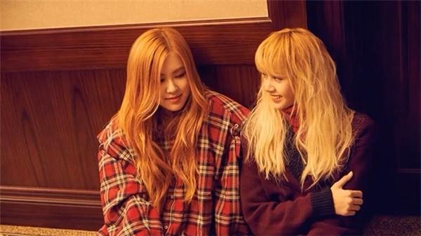 Không cần bàn cãi, Lisa và Rose chính là đôi bạn quái vật đáng yêu hàng đầu Kpop