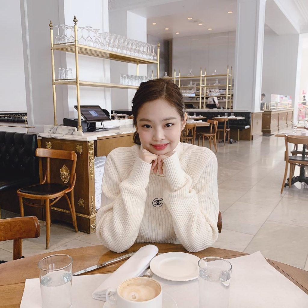 Park Min Young khoe chân nuột nà, Jennie bị chê tăng cân, Lisa giản dị mà xinh như búp bê sống