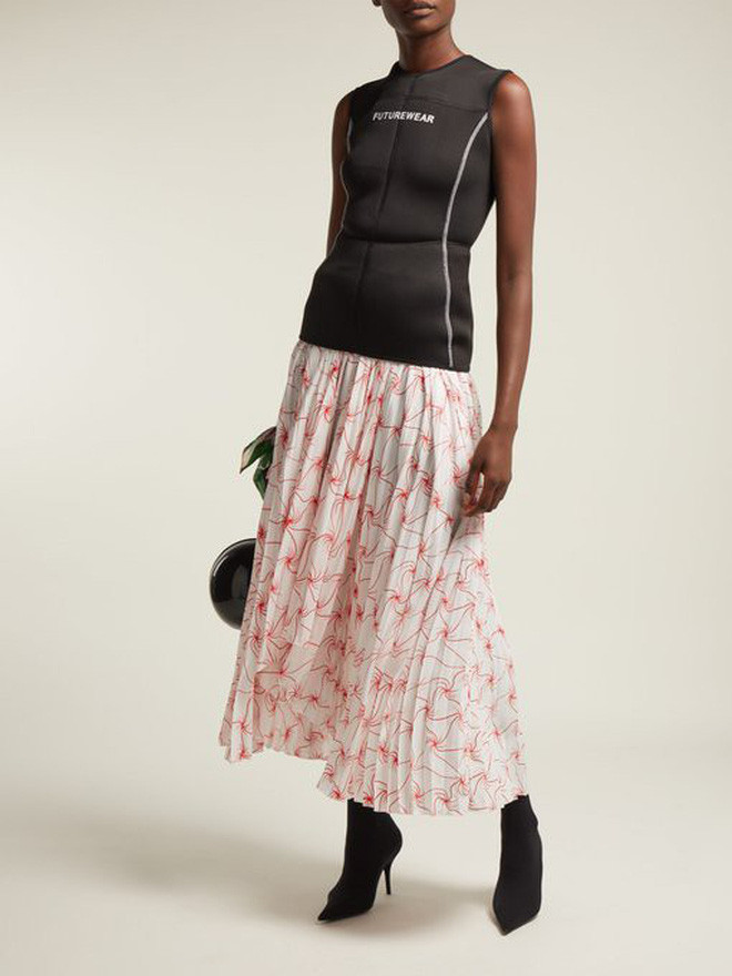 """Stylist của Black Pink đã bá đạo đến mức có thể chế váy hiệu """"khó cảm"""" thành outfit xuất chúng không chê nổi"""