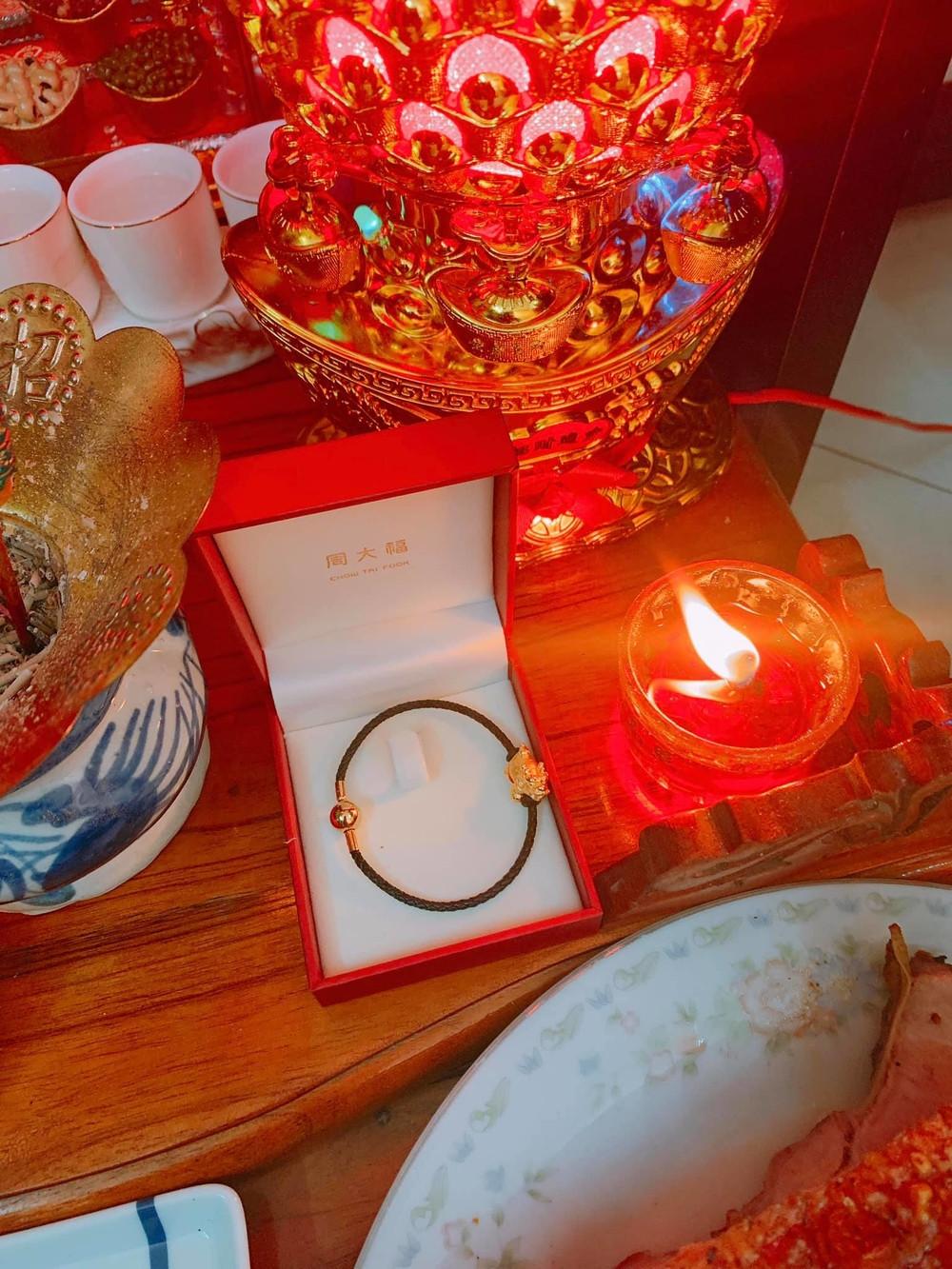 Sao Việt đua nhau khoe đồ vàng tậu ngày vía Thần tài, biết đến giá từng món mà hoảng