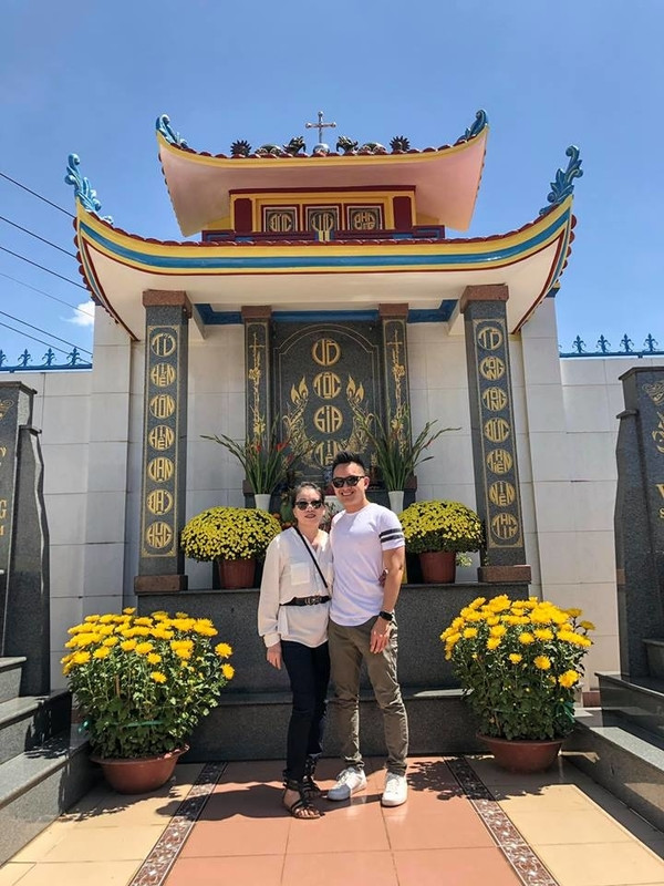 Sau 9 năm xa nhà, con trai soái ca của Hoài Linh lần đầu về dự đám giỗ tổ tiên