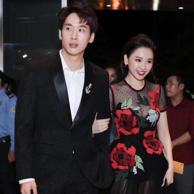 Đăng ảnh tình cảm với chồng, Hari Won vô tình để lộ điều đặc biệt này khiến fan tá hỏa