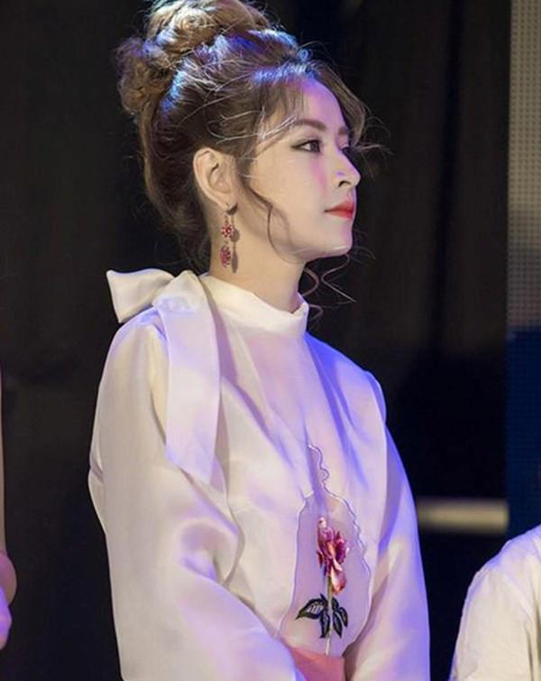 Bị fan chụp lén: Hương Giang, Bích Phương vẫn đẹp xuất sắc nhưng Chi Pu mới là trùm cuối