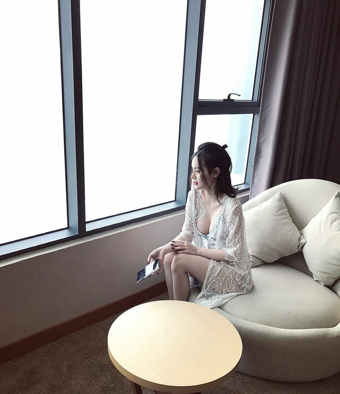 Chị em nhà sao Việt khoe sắc: Người trầm tính, dịu dàng - người quyến rũ đến nghẹt thở