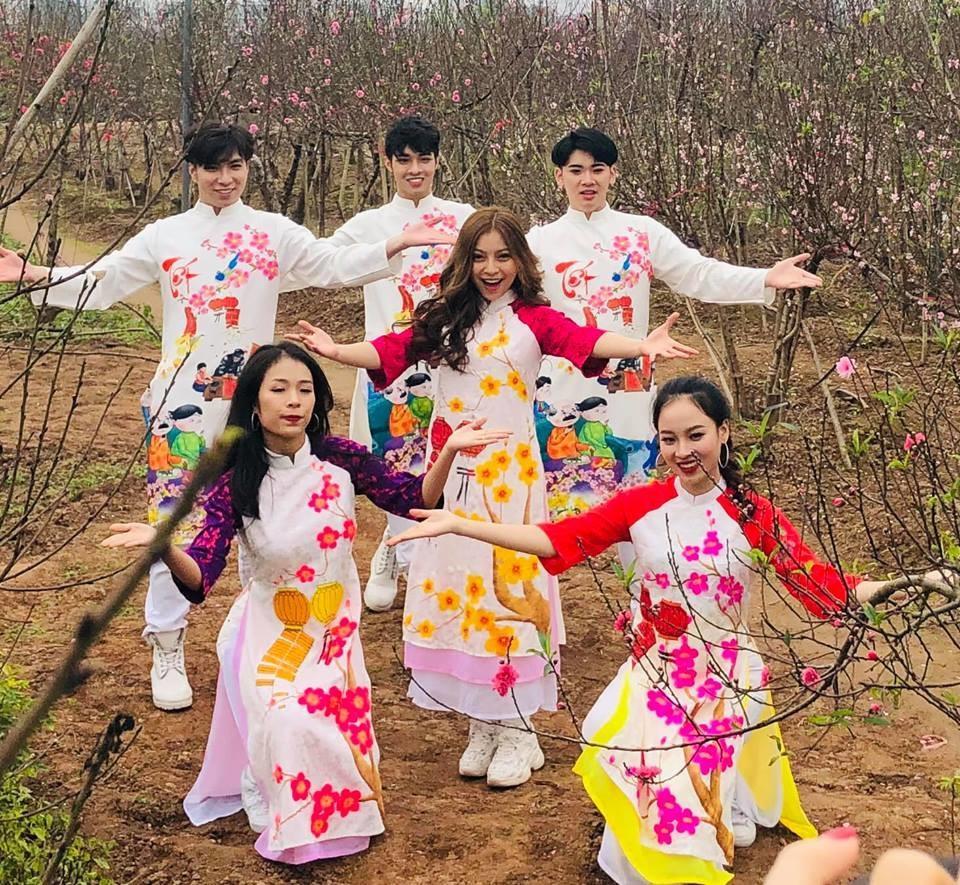 Bạn gái Quang Hải hát live ca khúc đầu tay, CĐM: Hát như vậy mà đã ra MV rồi sao