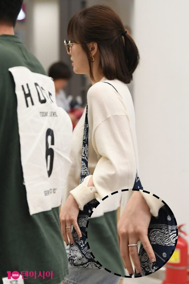 Chính thức lộ diện sau tin đồn ly hôn, Song Hye Kyo bất ngờ không đeo nhẫn cưới nhưng lại có biểu cảm đầy tươi sáng