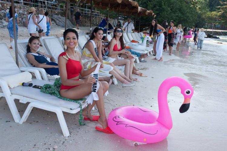 Sau tất cả, đây mới là món giầy hiệu mà Hoa hậu HHen Niê yêu nhất với giá chỉ 10.000 đồng