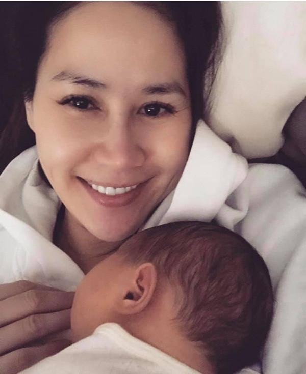 9 nhóc tỳ nhà sao có bố mẹ người Việt nhưng sinh ra đã không mang quốc tịch Việt