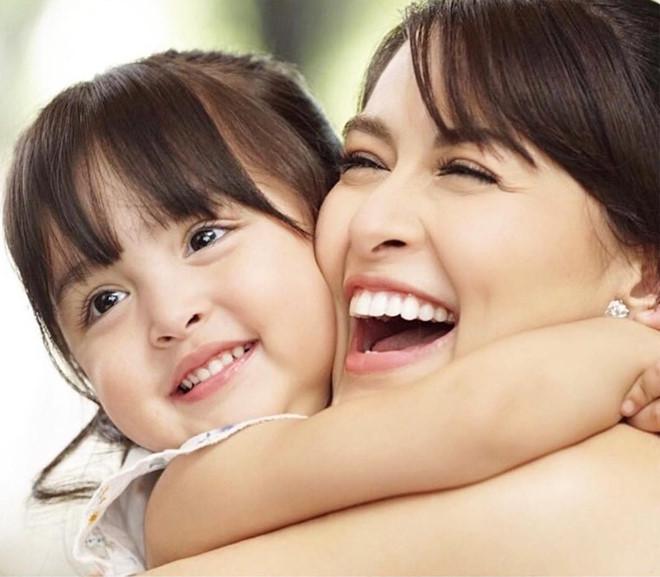 Dự tiệc gia đình, con gái của 'mỹ nhân đẹp nhất Philippines' gây chú ý vì quá xinh đẹp