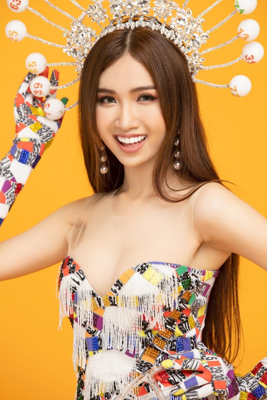 Lộ diện quốc phục lạ nhất chưa từng thấy của người kế nhiệm Hương Giang tại Hoa hậu chuyển giới quốc tế 2019