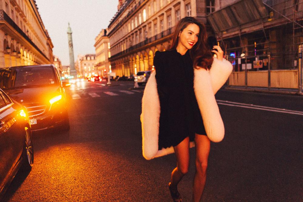 Hồ Ngọc Hà diện cây đồ hiệu chất lừ sang chảnh dự Paris Fashion Week 2019